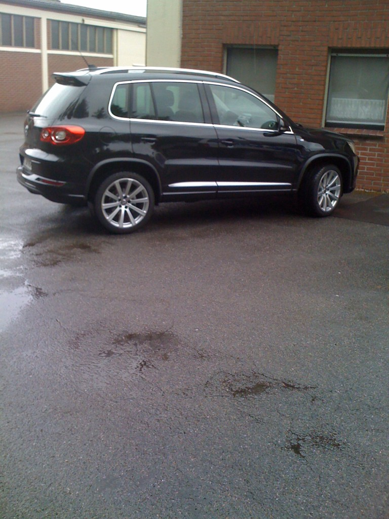 vw tiguan r line sport style automatik 2 0 tdi bj 2010. Black Bedroom Furniture Sets. Home Design Ideas